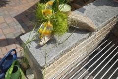 Schwemmholz als Kerzenständer mit grüner Schleife