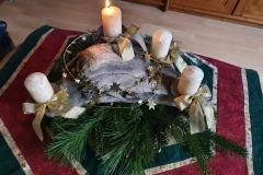 Schwemmholz mit Kerzen als Adventskranz